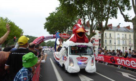 Revivez en vidéo la caravane publicitaire et l'arrivée à la flamme rouge des coureurs du Tour de France 2016