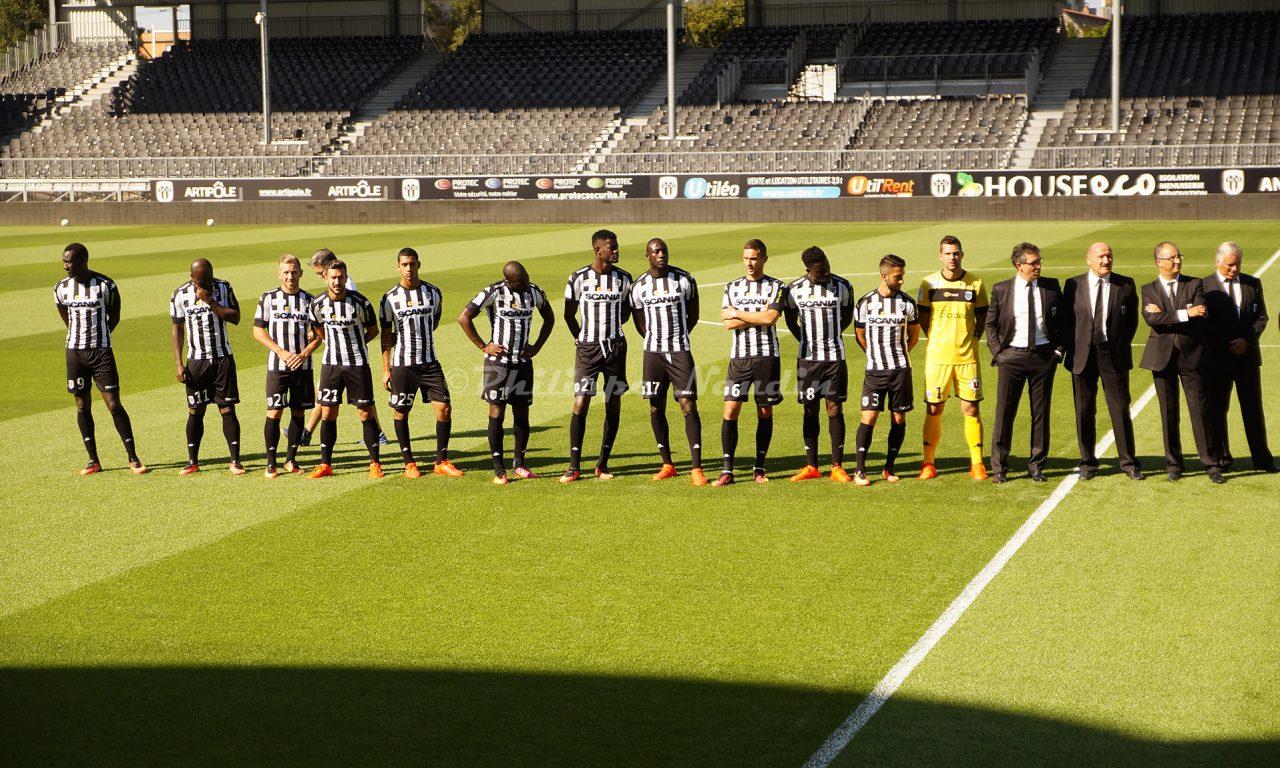 Présentation pour les abonnés, de l'équipe professionnelle d'Angers SCO, au stade Jean Bouin.