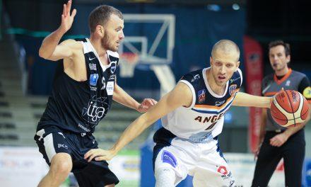 Revivez en vidéo la première victoire d'Angers BC face à l'Union Rennes Basket (82-75).