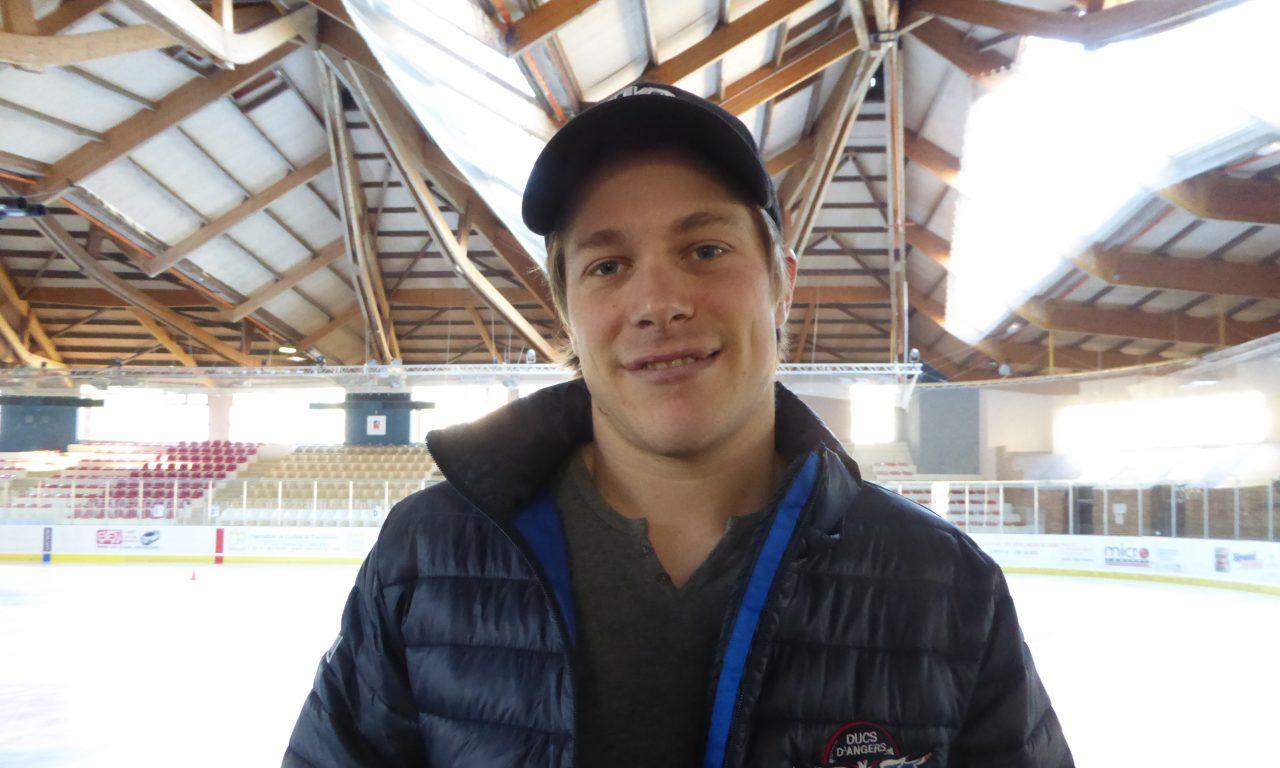 Maxime LACROIX : J'aimerais que l'on donne plus de visibilité au Hockey sur glace en France.