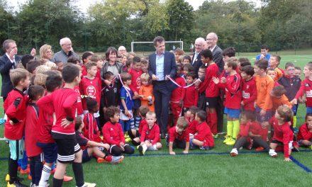 Le club d'Angers SCA fait peau neuve : Le maire d'Angers a inauguré les nouveaux terrains synthétiques.