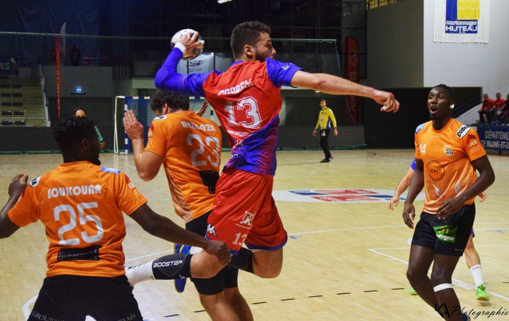 Paul Correia en action face au but de Boulogne