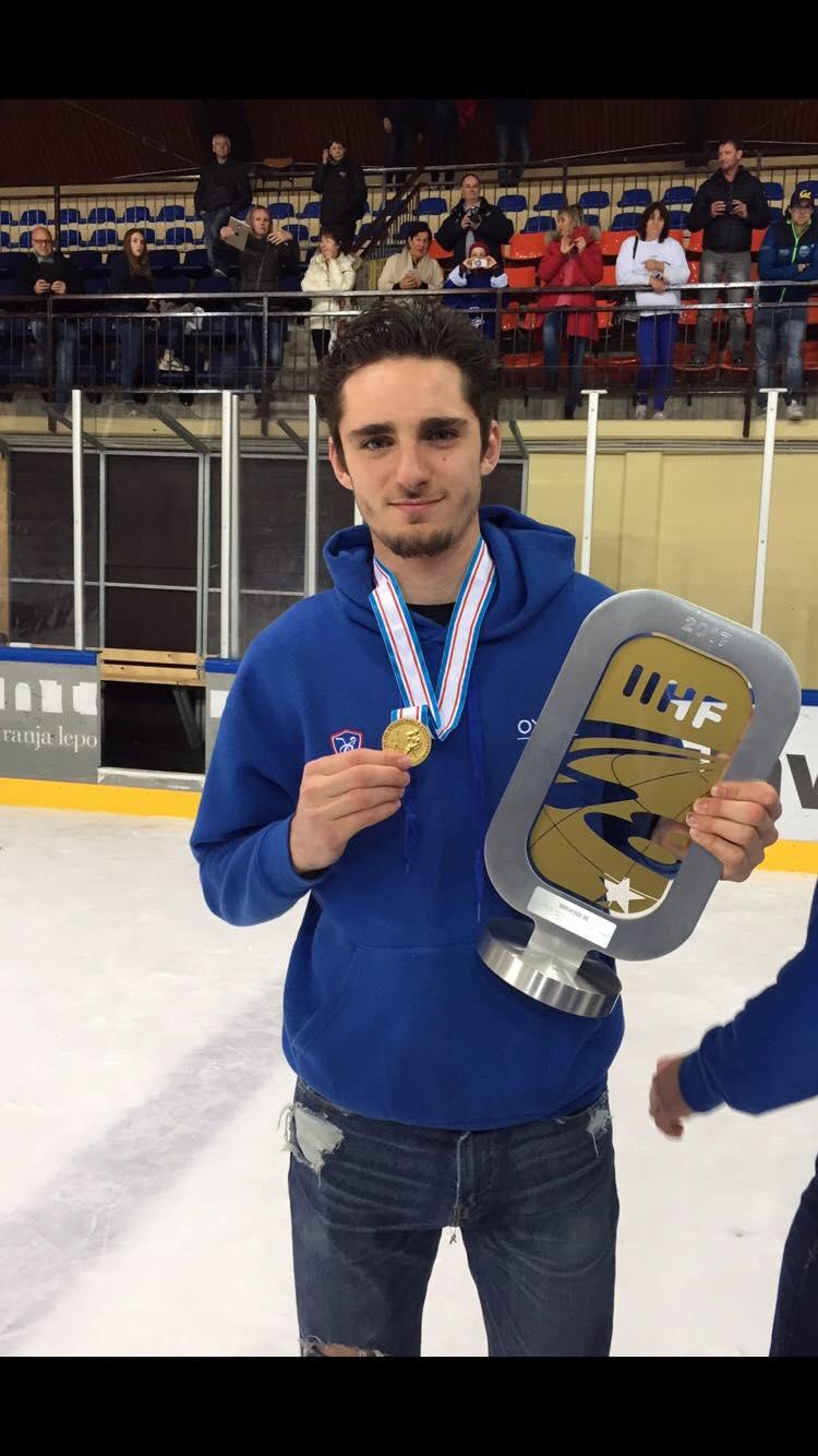 Hugo SARLIN avec le titre de champion du Monde -18 ans.