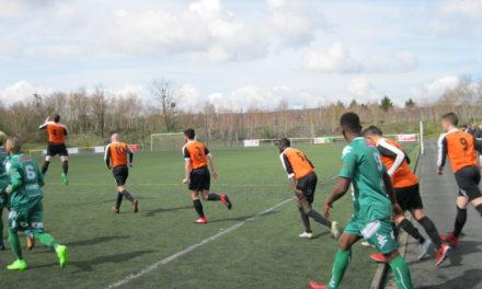 DSR (16e journée) : Le Foyer Trélazé enchaîne face à la Vaillante Angers (2-1) et recolle au classement.