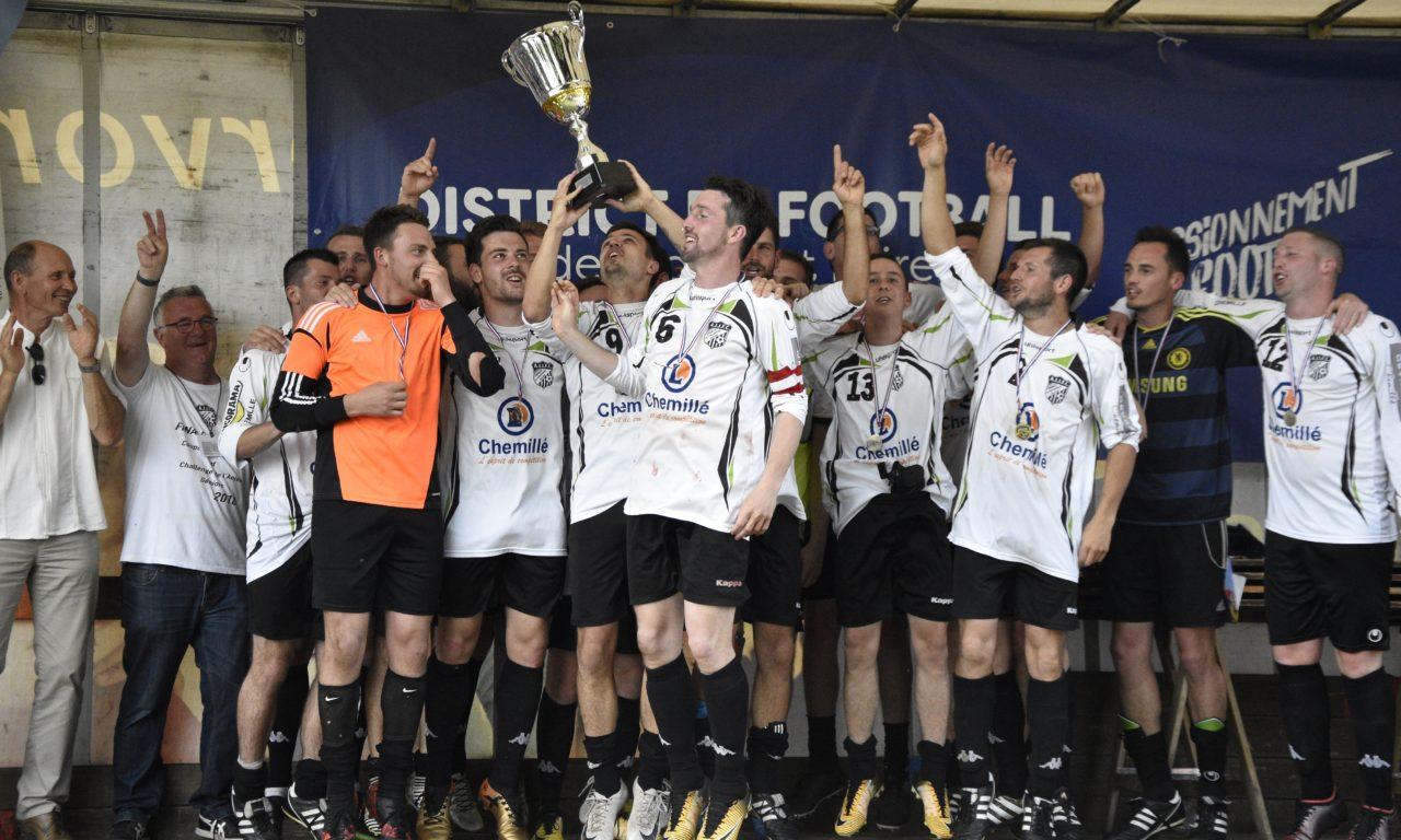 Challenge de l'Anjou : AJJFC remporte la finale dans son jardin, en disposant des Ponts-de-Cé, 2 buts à 1.