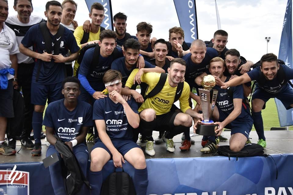 Les footballeurs du Vendée Fontenay Foot remportent la première Coupe des Pays de Loire.