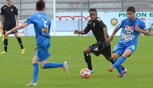 En provenance de l'Olympique de Saumur (N3), Johan POINGT signe à l'ESA Brissac (R3).