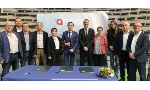 Signature d'une convention de coopération entre la ville d'Angers et la Fédération Française de Basket-ball.