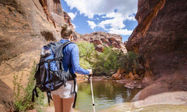 Équipez-vous de bonnes chaussettes confortables pour vos randonnées.