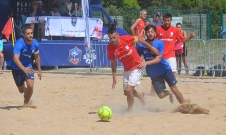 Fontenay VF chez les hommes et l'ESOF La Roche/Yon chez les femmes remportent le Challenge Régional Beach Soccer !