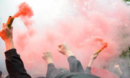 Football : tout sur l'utilisation des fumigènes.