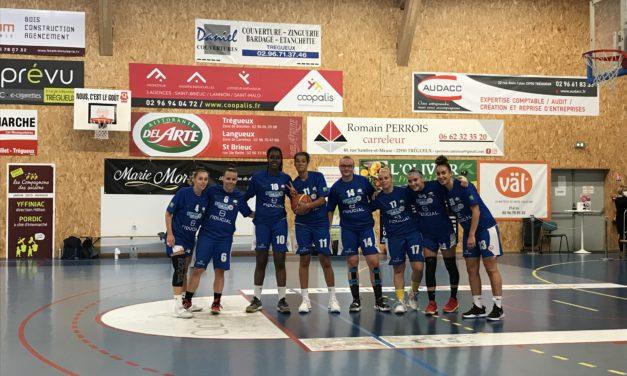 Les joueuses du Saumur Loire Basket 49 s'inclinent après prolongation à Trégueux, ce samedi.