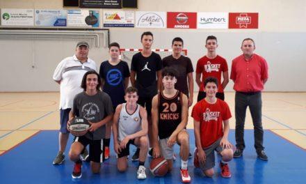 L'équipe masculine U17 de Mûrs-Érigné Basket Club, trop courte pour la région.