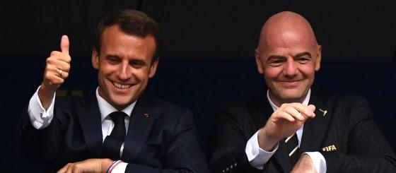 Entretien du Président de la République française avec le Président de la FIFA à Paris.
